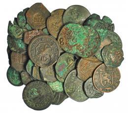 954  -  COLECCIÓN DE RESELLOS. FELIPE IV. Resellos varios sobre monedas de cobre de los Austrias. Total 42 piezas. De RC a MBC.