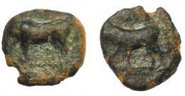 1332  -  HISPANIA ANTIGUA. EBUSUS. Octavo. A/ Toro a izq. R/ Sim. al anv. AE 0,8 g. 10 mm. I-906. ACIP-703. Pátina verde. MBC-. Ex Áureo, 21-1-1997, lote 163.