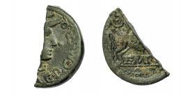 1373  -  HISPANIA ANTIGUA. EMPORION. As (fragmento mitad). A/ Cabeza de Minerva a der.,  C P C M S R Q. R/ Pegaso volando a der., detrás láurea, debajo sobre línea EMPORI. AE 5,48 g. 27,3 mm. I-1257. APRH-245. ACIP-1079. Pátina oscura. MBC-. Muy escasa.