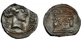 112  -  REPÚBLICA ROMANA. SCRIBONIA. Denario. Roma (62 a.C.). R/ Pozo escriboniano adornado con guirnaldas, debajo martillo. AR 3,39 g. 19 mm. CRAW-4161. FFC-1103. Falta por limadura un 10%. MBC-.