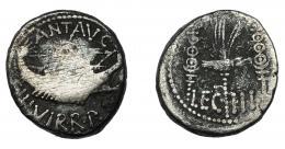 124  -  PERIODO DE JULIO CÉSAR A AUGUSTO. MARCO ANTONIO. Denario. Ceca móvil (32-31 a.C.). A/ Galera a der. R/ Aquila entre dos signa; LEG III. AR 3,33 g. 17,5 mm. CRAW-544.15. FFC-33. BC+.