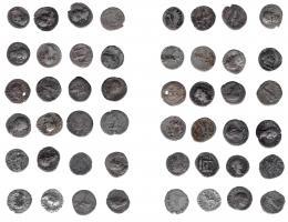 137  -  IMPERIO ROMANO. Lote de 24 denarios: Vespasiano (6, uno de ellos perforado), Vitelio (1), Domiciano (2), Trajano (8), Adriano (3), Antonino Pio (3) y Marco Aurelio (1). De RC a MBC.