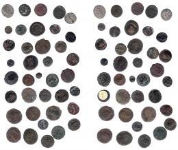 139  -  IMPERIO ROMANO. Lote de 38 bronces de módulo medio y pequeño. De RC a MBC.