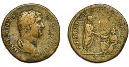 178  -  IMPERIO ROMANO. ADRIANO. Sestercio. R/ Adriano a der., delante Italia arrodillada; RESTITVTORI ITALIAE, en exergo SC. AE 27,98 g. 32,78 mm. RIC-1876. BC+.