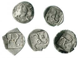 43  -  Lote 5 dióbolos. Dinastías de Licia (460-360 a.C.). A/ Cabeza de león. R/ Trisqueles. COP-22 ss. MBC-/EBC.