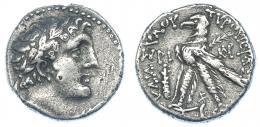 62  -  FENICIA. Tiro. Shekel (126-65 a.C.). A/ Cabeza de Melkart laureada a der. R/ Águila a der., delante clava y fecha; detrás monograma, entre las patas letra fenicia. AR 13,64 g. SBG-5919 vte. Rayitas. MBC-/MBC.