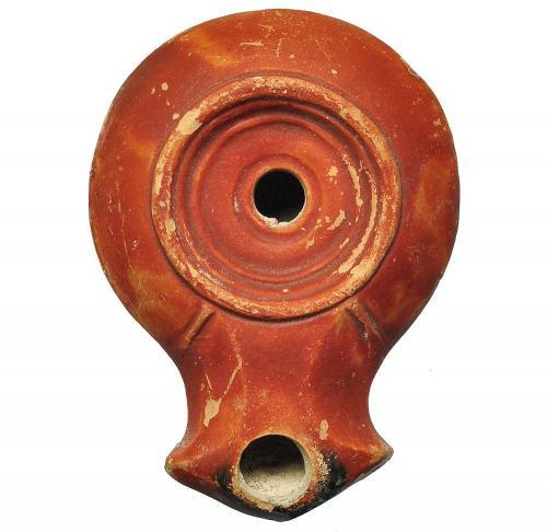 Lucerna. República Romana. Terracota. 7,5 cm.