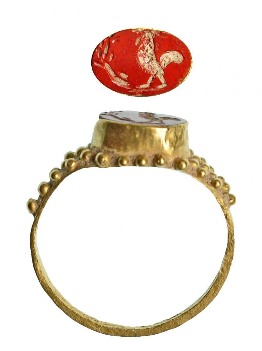 ROMA. Imperio Romano. Oro y jaspe naranja. Anillo con entall